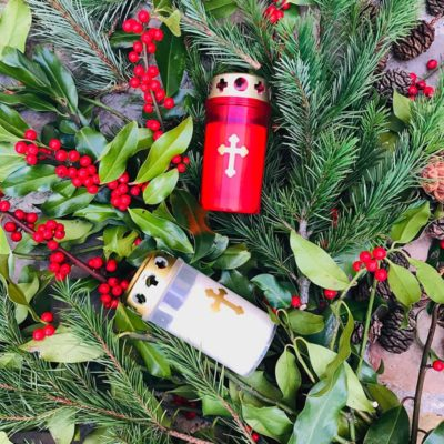Bougie rouge croix or